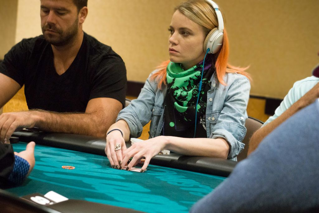 Кейт Холл покер